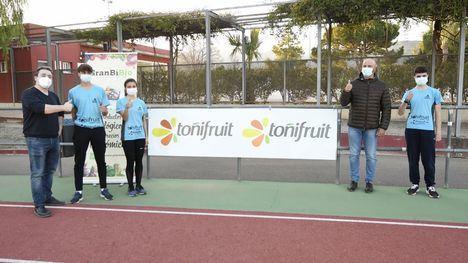 VÍDEO/FOTOS Toñifruit renueva su patrocinio al Club Atletismo Alhama
