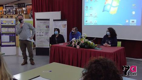 VÍDEO Alumnos del IES M. Hernández exponen sus investigaciones