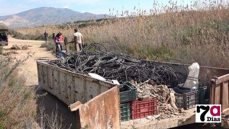 V/F Ayuntamiento y Meles limpian de basuras el Guadalentín