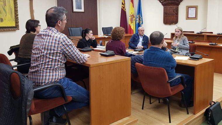 La alcaldesa, reunida con representas políticos locales en el inicio de la pandemia