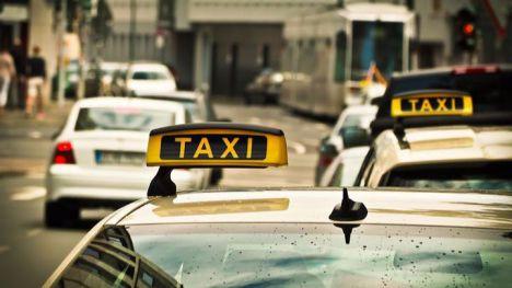 Policía Local intercepta y denuncia a un taxista 'ilegal' en Alhama