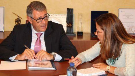 Mario Urrea, presidente de la CHS, y Ana Belén Castejón, alcaldesa de Cartagena