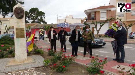 FOTOS Recuerdo a la II República en el monolito de G. Campos