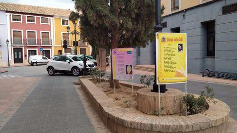 FOTOS Arranca la exposición 'Libros en la calle' en Plaza Vieja