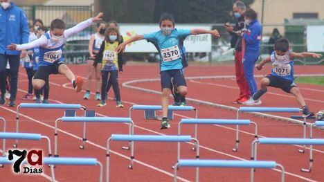 FOTOS Los peques disfrutan de una nueva jornada de atletismo