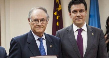 Jesús Caballero (i), junto al también ex alcalde Alfonso Fernando Cerón (d)