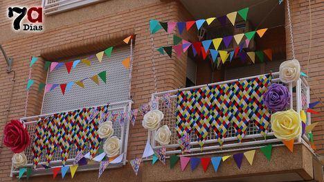 FOT. El balcón ganador de Los Mayos, en la calle Méndez Núñez