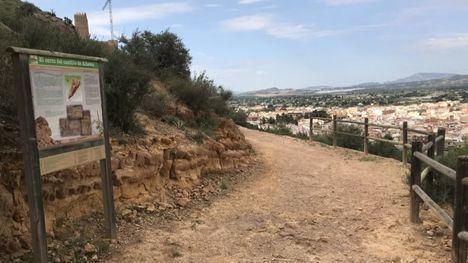 VÍD/FOT Reparado el antiguo vallado de la senda del Castillo
