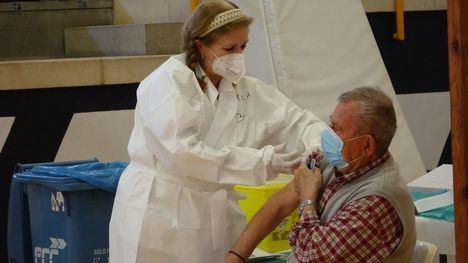 VÍD. Salud cita a 600 alhameños para su 1º vacuna contra el Covid