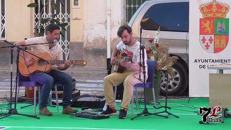 VÍD. Música en acústico para rematar el Día del Libro en Librilla