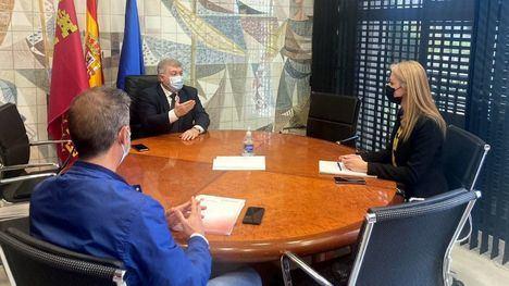 VÍD. García niega que se haya eliminado la Policía de paisano