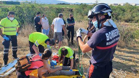 Efectivos de Emergencias, durante el rescate del accidentado