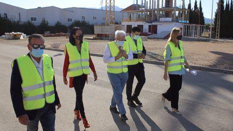 La Fundación Laboral en Alhama recibe la visita de Miguélez
