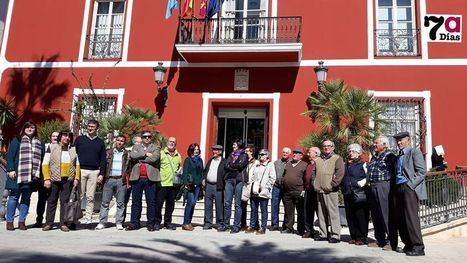 Imagen de la concentración de esta mañana en el Ayuntamiento.