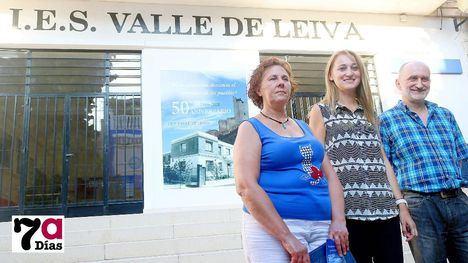 Lali Mora, presidenta de la Ampa, la alcaldesa Mariola Guevara y Roberto García, director el IES Valle de Leiva