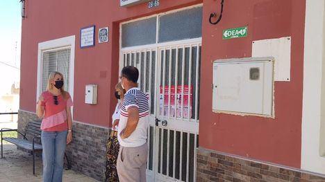 FOTOS Guevara recoge las demandas de los vecinos de La Costera