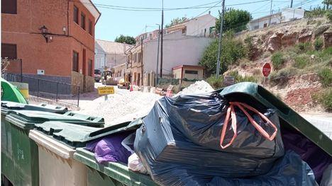 Un vecino de El Berro pide que se recoga la basura los lunes