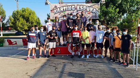 FOTOS Una veintena de jóvenes disfruta de las carreras de karts