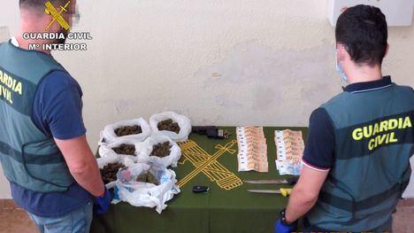 FOT. Desarticulan en Librilla un punto de venta de drogas