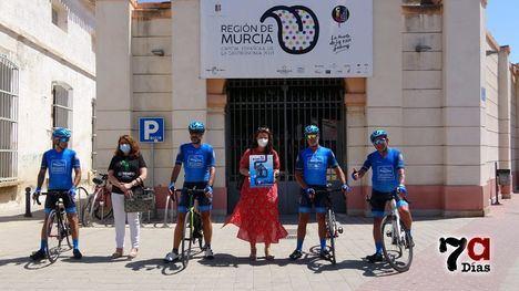 VÍD. Alhama recibe a ciclistas que corren por la gastronomía regional