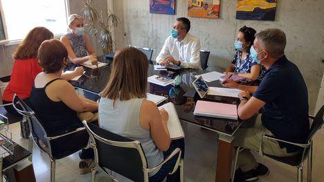 FOT. Reunión para que el CEIP Príncipe de España tenga comedor