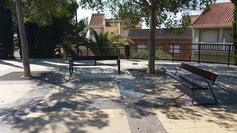 FOTOS Calidad Urbana continúa mejorando el mobiliario en el Barrio