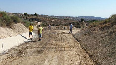 FOTOS A reparación el camino de las Cruces en Gebas
