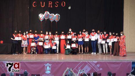 V/F Los alumnos del IES Miguel Hernández celebran su graduación