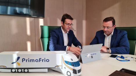 De izquierda a derecha, Adrián Valverde, Director de I+D+I y ESG de Grupo Primafrio, y Juan Luis García Guirao, nuevo Director de la Cátedra UPTC-Primafrio.