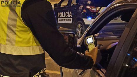 Detenido un hombre de avanzada edad que conducía sin carnet