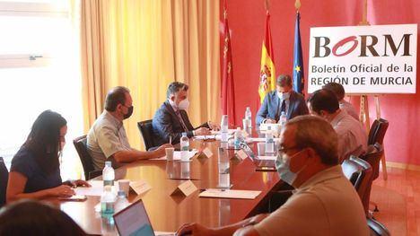 FOTOS Guevara asiste al Consejo de Admon. del BORM