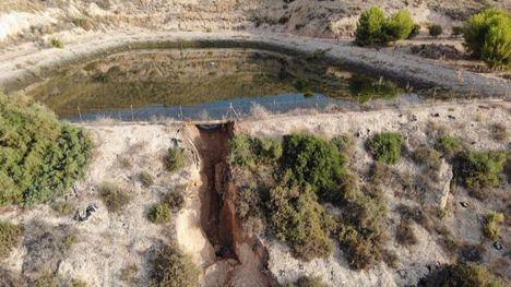 FOTOS Susto en Totana por el desbordamiento de una balsa de riego