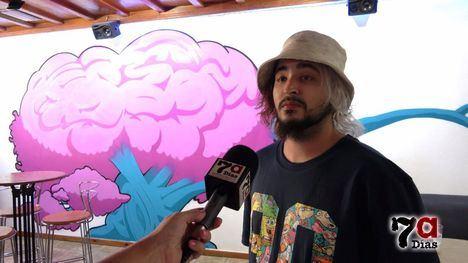 VÍD. El Bar Los Olmos estrena mural de 'Boored Dude'