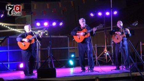 VÍD. Noche de boleros y flamenco en las Fiestas del Barrio