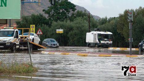 VÍD. Una tromba de agua 'bloquea' la entrada a Alhama desde Totana