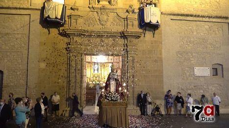 VÍD. Flores y fuegos artificiales en honor a la Patrona de Alhama
