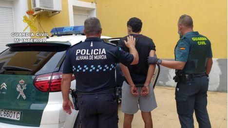 Detenidos dos jóvenes tras atracar una gasolinera en Alhama