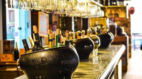 Salud 'reabre' la barra del bar y las pistas de baile a partir del día 13