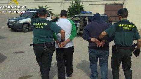 Los sospechosos, conducidos por la Guardia Civil