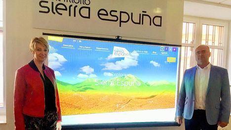 La directora general de Medio Natural, Consuelo Rosauro, y el actual presidente de la Mancomunidad y alcalde de Pliego, Pedro Noguera, presentan la web del Parque Regional Sierra Espuña