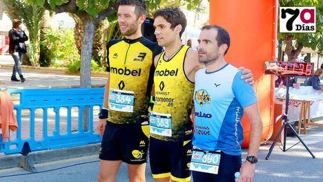 Francisco Fuertes (c), ganador de la Promo Trail, junto al segundo clasificado, Francisco Yedra (i), y el tercero,  Sergio Pardo (d)