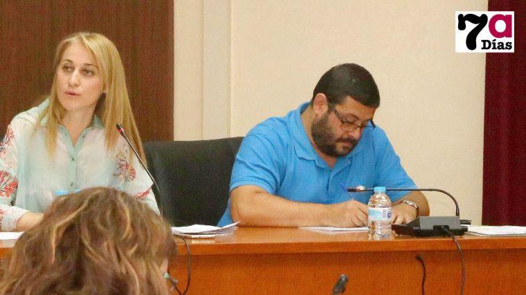David Ré, en el Pleno de junio, junto a la alcaldesa Mariola Guevara
