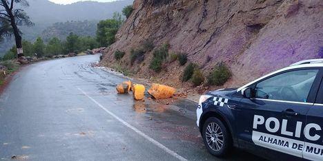 La Policía Local alerta de la presencia de rocas en la carretera a Gebas