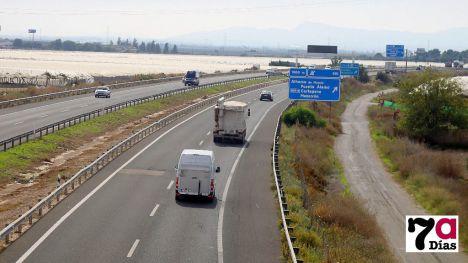 Un fallecido y un herido muy grave al chocar su turismo con un camión