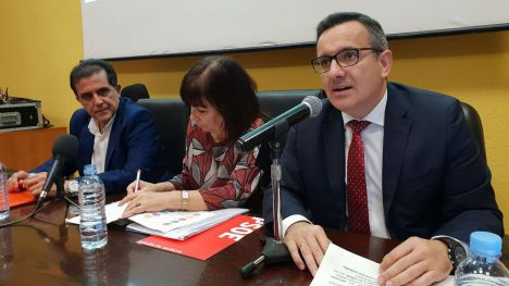 Diego Conesa, junto a Cristina  Narbona y José Antonio Serrano