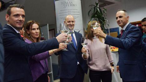 Bodega Luzón apadrina un vino elaborado por alumnos de la UPCT