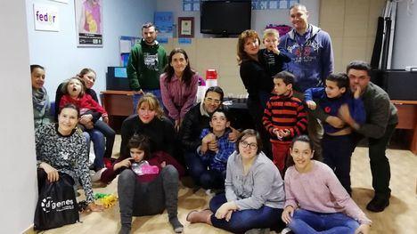 Usuarios y familiares de D'Genes celebran la llegada de la Navidad