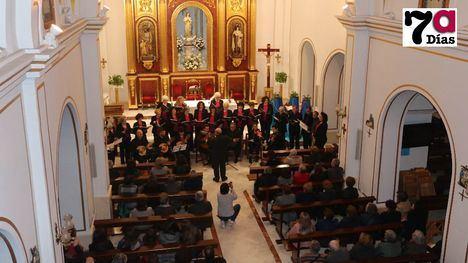 VÍDEO Entrañable concierto de villancicos del 'Villa de Alhama'
