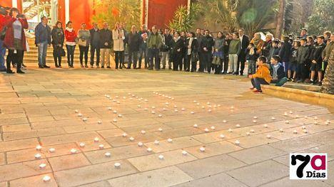 VÍDEO/FOTO Minuto de silencio por el asesinato de Laura Luelmo