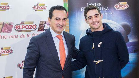 El patinador Javier Fernández, junto con Rafael Fuertes, Dirección General de ElPozo Alimentació, presentaron el jueves el espectáculo que tendrá lugar este viernes en el Palacio de los Deportes de Murcia